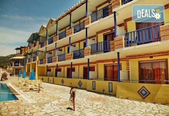 Почивка на о. Лефкада, Гърция! 5 нощувки със закуски в Politia Hotel 3*, транспорт, включени пътни такси и водач - Снимка 7