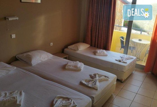 Почивка на о. Лефкада, Гърция! 5 нощувки със закуски в Politia Hotel 3*, транспорт, включени пътни такси и водач - Снимка 10