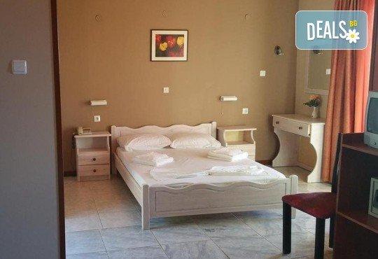 Почивка на о. Лефкада, Гърция! 5 нощувки със закуски в Politia Hotel 3*, транспорт, включени пътни такси и водач - Снимка 9