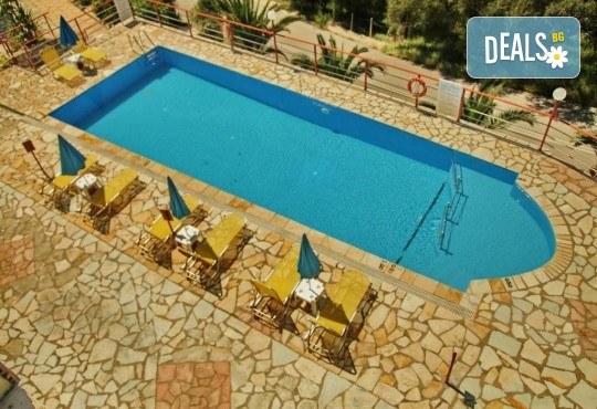 Почивка на о. Лефкада, Гърция! 5 нощувки със закуски в Politia Hotel 3*, транспорт, включени пътни такси и водач - Снимка 12