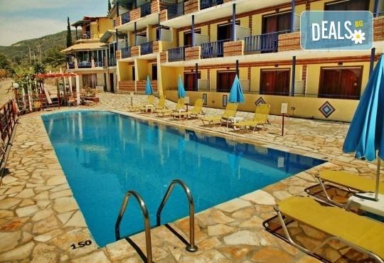 Почивка на о. Лефкада, Гърция! 5 нощувки със закуски в Politia Hotel 3*, транспорт, включени пътни такси и водач - Снимка 6