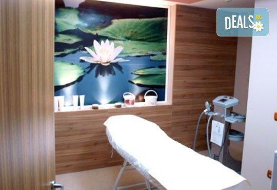 Трифазна антицелулитна процедура чрез ултразвукова кавитация, вакуумен масаж и Lipoglaucin ТМ на корем, бедра, ханш и паласки в дермакозметични центрове Енигма! - Снимка 8