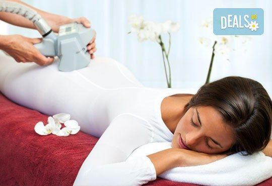 Трифазна антицелулитна процедура чрез ултразвукова кавитация, вакуумен масаж и Lipoglaucin ТМ на корем, бедра, ханш и паласки в дермакозметични центрове Енигма! - Снимка 1