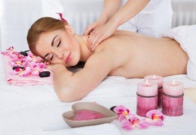 Болкоуспокояващ масаж на гръб, кръст, рамене, ръце и зонотерапия с етерични масла в салон Грими до Mall of Sofia! - Снимка