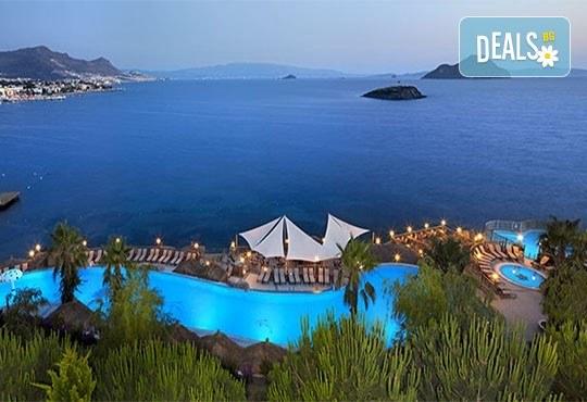 Почивка в Бодрум, Турция, септември/ октомври! 1 нощувка на база Ultra All Inclusive в Kadikale Resort & SPA 5*, възможност за транспорт - Снимка 1