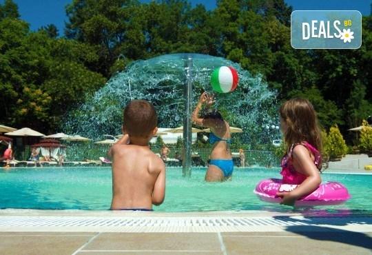 Лятно забавление за деца и възрастни! Вход за басейн с минерална вода, ползване на чадър и шезлонг в Акваленд Банкя! - Снимка 7