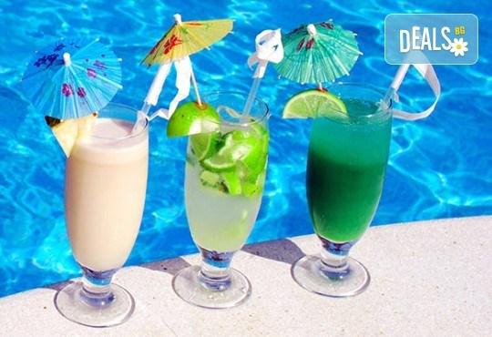 Лятно забавление за деца и възрастни! Вход за басейн с минерална вода, ползване на чадър и шезлонг в Акваленд Банкя! - Снимка 5