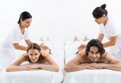 Кралски масаж с шампанско и ягоди на гръб, яка, ръце и длани за един или двама в Wellness Center Ganesha! - Снимка