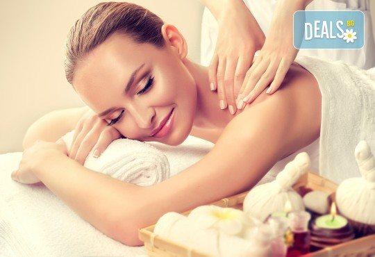 Кралски масаж с шампанско и ягоди на гръб, яка, ръце и длани за един или двама в Wellness Center Ganesha! - Снимка 3