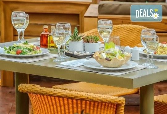 Уикенд в Солун през септември! 1 нощувка със закуска в хотел Capsis 4*, транспорт и екскурзовод - Снимка 11
