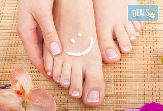 Терапия за уморени крака! Хидромасаж със соли, пилинг и масаж на стъпала на специална цена от Senses Massage & Recreation! - Снимка 4