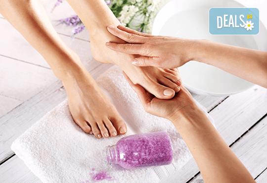 Терапия за уморени крака - хидромасаж със соли, пилинг и масаж в Senses Massage&Recreation