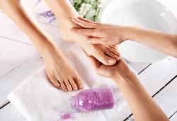 Терапия за уморени крака! Хидромасаж със соли, пилинг и масаж на стъпала на специална цена от Senses Massage & Recreation! - Снимка