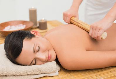 Африкански спортен масаж с бамбукови пръчки и етерични масла на фона на релаксираща музика в център Биохелт! - Снимка