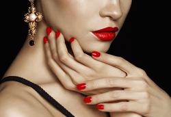Уголемяване на устни със 100% хиалуронова киселина и ултразвук - 1 или 4 процедури, в салон за красота Теди! - Снимка
