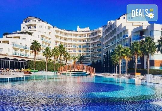 Късно лято в Sea Light Resort Hotel 5*, Кушадасъ, Турция! 5 или 7 нощувки на база Ultra All Inclusive, безплатно за дете до 12.99г., възможност за транспорт! - Снимка 1