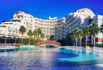 Късно лято в Sea Light Resort Hotel 5*, Кушадасъ, Турция! 5 нощувки на база Ultra All Inclusive, безплатно за дете до 12.99г.