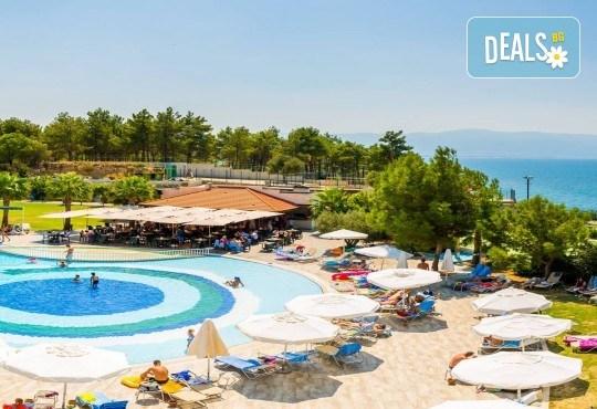 Късно лято в Sea Light Resort Hotel 5*, Кушадасъ, Турция! 5 или 7 нощувки на база Ultra All Inclusive, безплатно за дете до 12.99г., възможност за транспорт! - Снимка 3