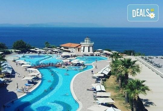 Късно лято в Sea Light Resort Hotel 5*, Кушадасъ, Турция! 5 или 7 нощувки на база Ultra All Inclusive, безплатно за дете до 12.99г., възможност за транспорт! - Снимка 5