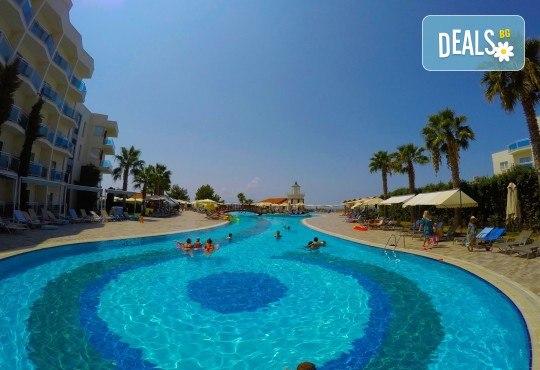 Късно лято в Sea Light Resort Hotel 5*, Кушадасъ, Турция! 5 или 7 нощувки на база Ultra All Inclusive, безплатно за дете до 12.99г., възможност за транспорт! - Снимка 6
