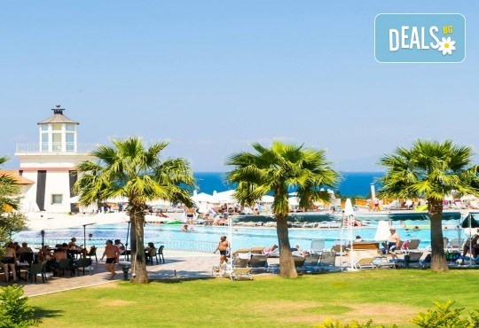 Късно лято в Sea Light Resort Hotel 5*, Кушадасъ, Турция! 5 или 7 нощувки на база Ultra All Inclusive, безплатно за дете до 12.99г., възможност за транспорт! - Снимка 7