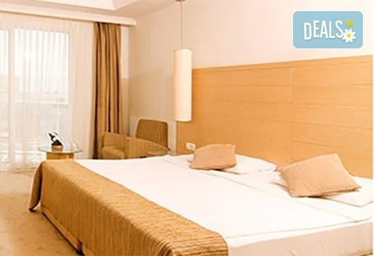 Късно лято в Sea Light Resort Hotel 5*, Кушадасъ, Турция! 5 или 7 нощувки на база Ultra All Inclusive, безплатно за дете до 12.99г., възможност за транспорт! - Снимка 4