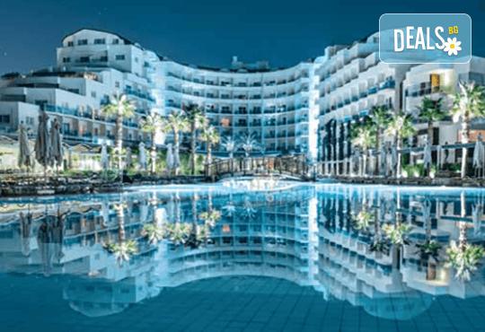 Късно лято в Sea Light Resort Hotel 5*, Кушадасъ, Турция! 5 или 7 нощувки на база Ultra All Inclusive, безплатно за дете до 12.99г., възможност за транспорт! - Снимка 2