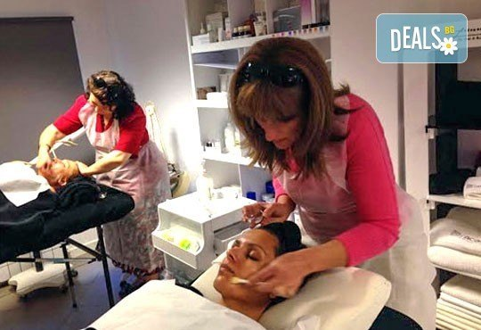 Мануално почистване на лице + ексфолираща терапия, терапия с маска в Салон Blush Beauty - Снимка 6