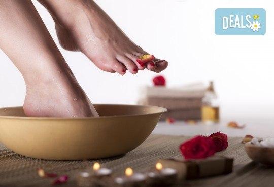 Релаксирайте! Масажна СПА терапия за крака, глава и скалп в салон за красота Женско царство! - Снимка 2