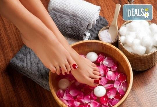 Релаксирайте! Масажна СПА терапия за крака, глава и скалп в салон за красота Женско царство! - Снимка 1