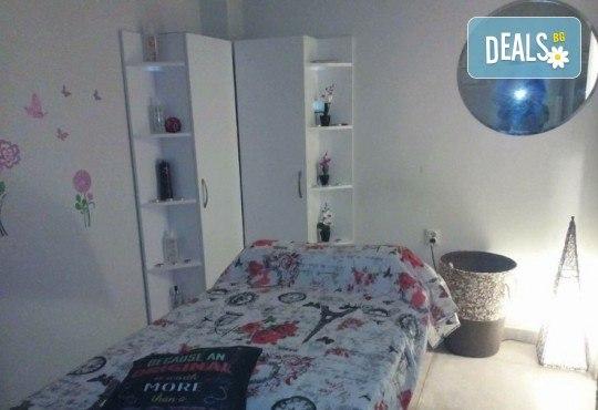 Масажно измиване с професионални продукти, подстригване и оформяне на прическа със сешоар в Art Hair Galerie! - Снимка 10