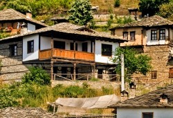 Екскурзия за 1 ден до красивите села Лещен и Ковачевица с Глобул Турс - транспорт и екскурзовод! - Снимка