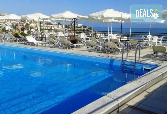 Лятна екскурзия до Кавала с плаж на Неа Ираклица и Неа Перамос! 1 нощувка със закуска в Oceanis Hotel 3*, транспорт и водач! - Снимка 11
