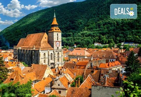 """Last minute! Екскурзия до Румъния през юни - 2 нощувки със закуски в хотел 2/3* Синая, транспорт, панорамен тур в Букурещ и посещение на замъка """"Пелеш"""", Бран и Брашов - Снимка 3"""