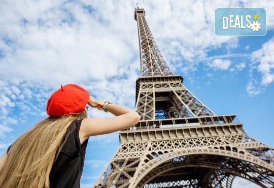 Романтика през октомври в Париж: 3 нощувки със закуски, самолетен билет и такси