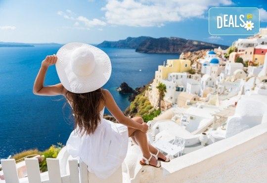Романтична почивка през септември на о. Санторини, Гърция! 4 нощувки със закуски в хотел 3*, транспорт, екскурзовод и посещение на Атина! - Снимка 3