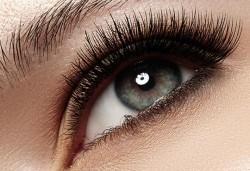 Красив поглед! Поставяне на мигли по метода косъм по косъм, луксозен клас мигли от норка, на супер цена от Студио за красота MNJ! - Снимка