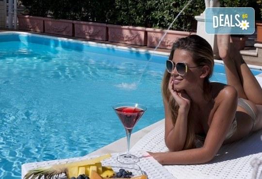 Почивка в Италия, Римини - 7 нощувки със закуски и вечери в Hotel Sunset 4*, самолетен билет, трансфери и екскурзии до Болоня, Сан Марино и в Римини - Снимка 1