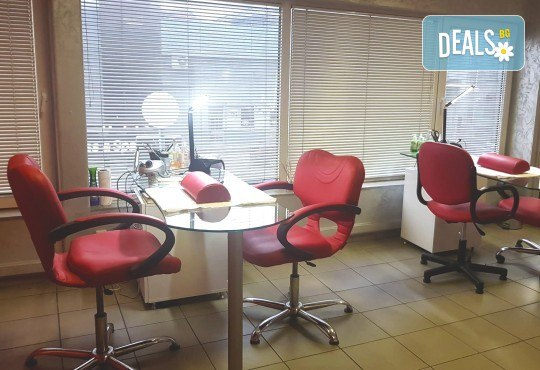 Класически педикюр с лакове SNB или гел лакове Kiara Sky в цвят по избор, Бонус: две красиви декорации, сваляне на стар гел лак и масаж на ходилата от Nail Salon Desire! - Снимка 7