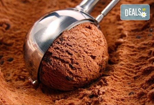 Цял килограм невероятно вкусен сладолед на деня, с вкус по избор от Виенски салон Лагуна! - Снимка 1