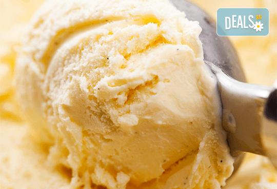 Цял килограм невероятно вкусен сладолед на деня, с вкус по избор от Виенски салон Лагуна! - Снимка 4
