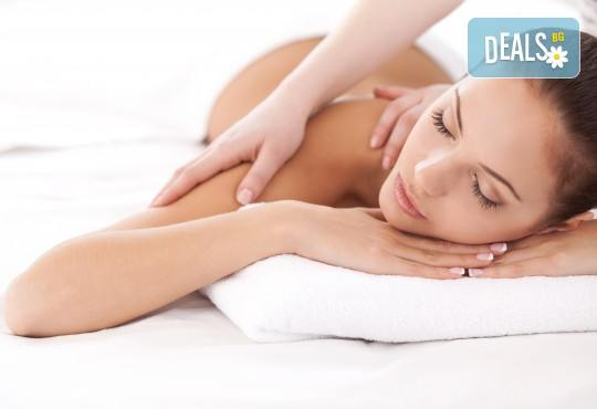 Спокойствие и релакс за тялото и душата! 50-минутен релаксиращ масаж на цяло тяло от V and A Glamour! - Снимка 4