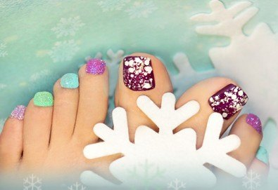 Поглезете себе си! СПА педикюр с морски соли на Star Nails и лакиране в Beauty center D&M!