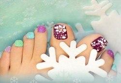 Поглезете себе си! СПА педикюр с морски соли на Star Nails и лакиране в Beauty center D&M! - Снимка