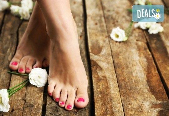 Поглезете себе си! СПА педикюр с морски соли на Star Nails и лакиране в Beauty center D&M! - Снимка 1