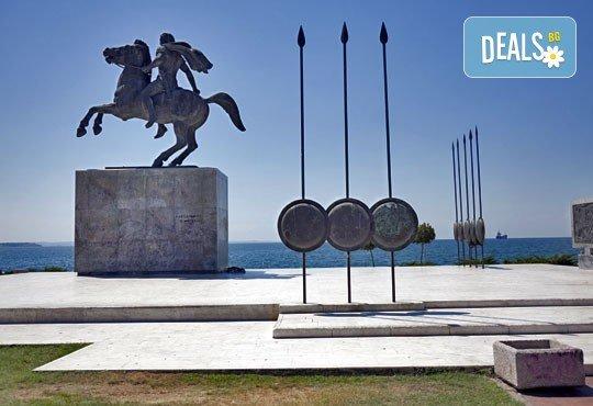 """Еднодневна екскурзия до Солун, Гърция, с Глобул Турс! Транспорт, екскурзовод, панорамна обиколка и фотопауза при склуптурата """"Веселите чадъри"""" - Снимка 5"""
