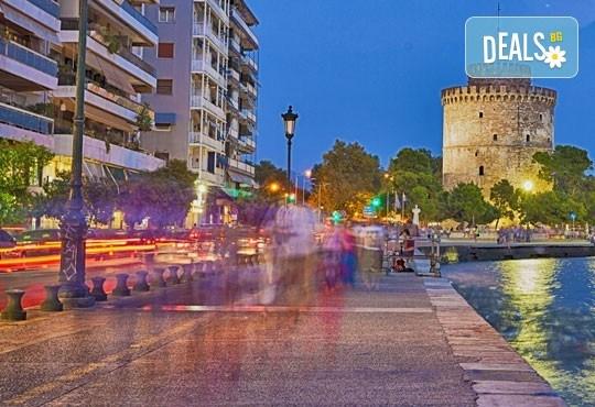 """Еднодневна екскурзия до Солун, Гърция, с Глобул Турс! Транспорт, екскурзовод, панорамна обиколка и фотопауза при склуптурата """"Веселите чадъри"""" - Снимка 2"""