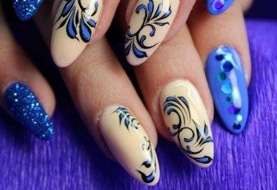 Арт! Маникюр с гел лак и 10 рисувани декорации на супер цена в Студио за маникюр Vess Nails! - Снимка