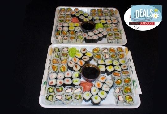 128 суши хапки с пушена сьомга, филаделфия, херинга или скариди от Sushi Market