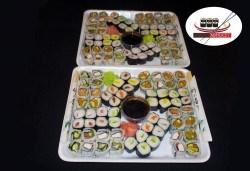 Хапнете с приятели! 128 суши хапки с пушена сьомга, филаделфия, бяла и розова херинга или скариди от Sushi Market! - Снимка